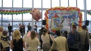 украшение разноцветными шарами праздников на день открытия