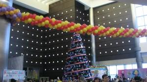 дизайн залов гирлянды панно мозаика арки воздушными шарами на ёлку