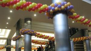 дизайн залов гирлянды панно мозаика арки воздушными шарами