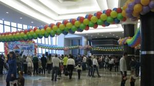 оформление праздника шарами дизайн залов арки гирлянды грандиозные композиции